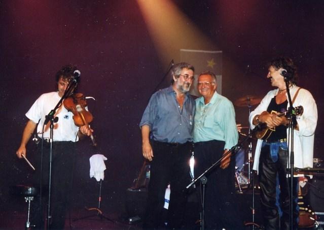1999, Déferlantes Francophones : entourés par le groupe Suroît, Maurice Segall et Claude Eloi, adjoint à la culture de Capbreton