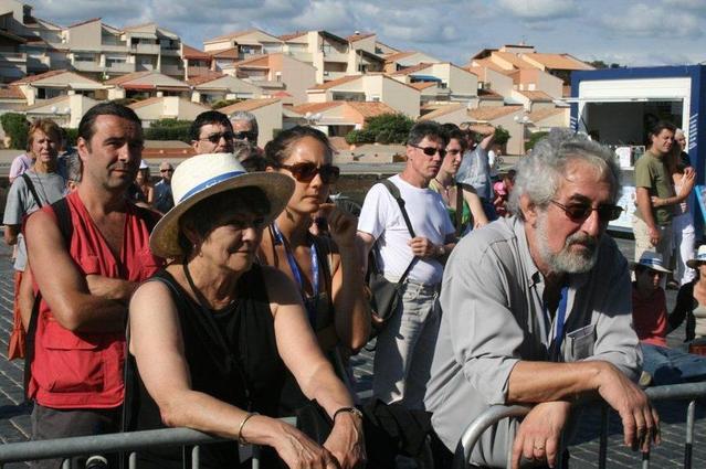 Capbreton 2007 : Maurice et Françoise Segall, devant la scène en plein air accueillant le tremplin de la relève remporté cette année-là par Alexandra Hernandez